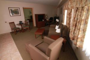 King Suite with Living Room