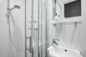 デラックス ダブルルーム シャワー付