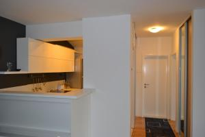 Modern and central apartment, Apartmány  Skopje - big - 8