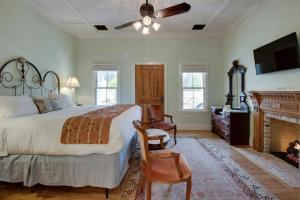 Blacksmith Quarters on Barons Creek, Apartmanok  Fredericksburg - big - 20