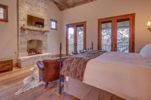 Blacksmith Quarters on Barons Creek, Apartmanok  Fredericksburg - big - 161