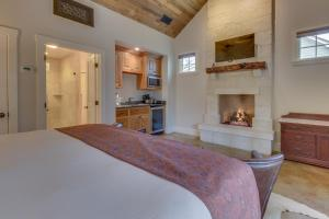 Blacksmith Quarters on Barons Creek, Apartmanok  Fredericksburg - big - 122
