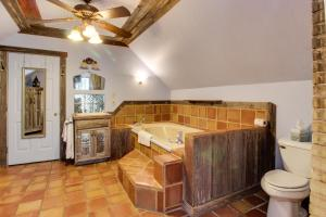 Wine Country Farmhouse, Apartmány  Fredericksburg - big - 61