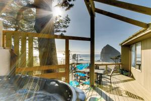 Haystack Views Vacation Rental, Holiday homes  Cannon Beach - big - 11