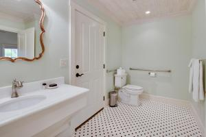 Blacksmith Quarters on Barons Creek, Apartmanok  Fredericksburg - big - 5