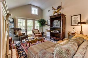 Eva's Guest House, Holiday homes  Fredericksburg - big - 25