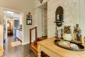 Eva's Guest House, Holiday homes  Fredericksburg - big - 23