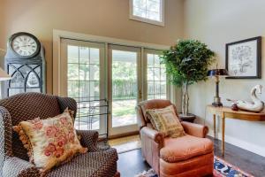 Eva's Guest House, Holiday homes  Fredericksburg - big - 22