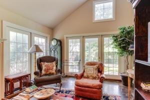 Eva's Guest House, Holiday homes  Fredericksburg - big - 21