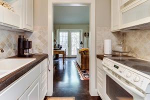 Eva's Guest House, Holiday homes  Fredericksburg - big - 3