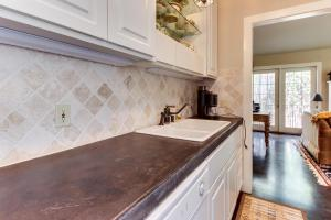 Eva's Guest House, Holiday homes  Fredericksburg - big - 7