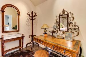 Eva's Guest House, Holiday homes  Fredericksburg - big - 12
