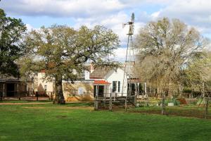 The Oak House, Ferienhäuser  Fredericksburg - big - 3