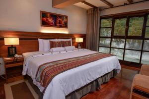 Double Room with River View (1 King bed)