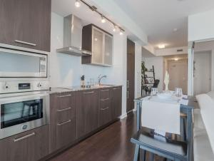 Noel Suites - York and Bremner, Appartamenti  Toronto - big - 12