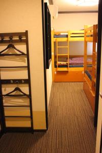 Single Bed in Mixed Dormitory Room with shower(4 Adults)