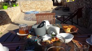 Gozo A Prescindere B&B, Bed and Breakfasts  Nadur - big - 49
