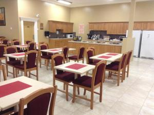New Imperial Suites, Motels  Whitecourt - big - 16