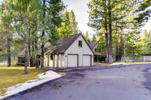 #30 Circle Four Cabin, Holiday homes  Sunriver - big - 22