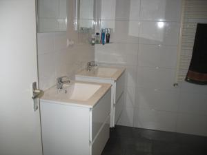 ダブルルーム 共用バスルーム