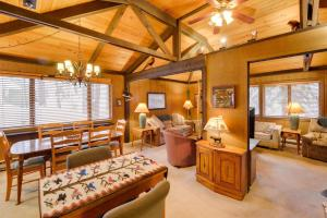 Cozy Jay Cabin, Holiday homes  Sunriver - big - 17