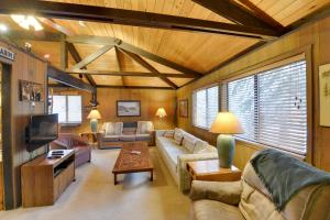 Cozy Jay Cabin, Holiday homes  Sunriver - big - 25