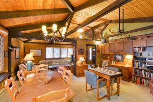 Cozy Jay Cabin, Holiday homes  Sunriver - big - 23