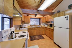 Cozy Jay Cabin, Holiday homes  Sunriver - big - 20