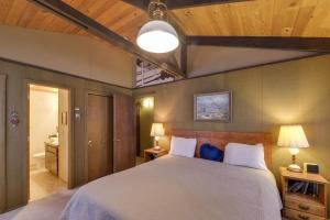 Cozy Jay Cabin, Holiday homes  Sunriver - big - 18