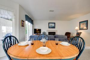 Victorian By The Sea, Holiday homes  Lincoln City - big - 25