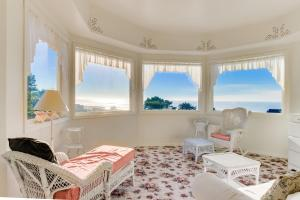 Victorian By The Sea, Holiday homes  Lincoln City - big - 15