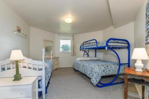 Victorian By The Sea, Holiday homes  Lincoln City - big - 36