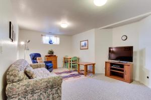 Victorian By The Sea, Holiday homes  Lincoln City - big - 32