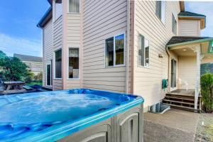 Victorian By The Sea, Holiday homes  Lincoln City - big - 10