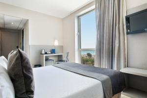 Business Double or Twin Room Facing the Sea