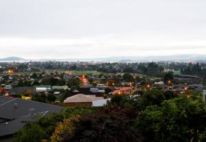 Absolute Great Lakes and Hills View Home, Holiday homes  Rotorua - big - 11