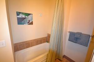 Wine Down And Relax Condo, Apartments  Whitefish - big - 20
