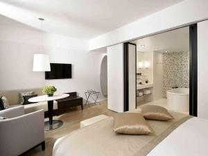 Premium Junior Suite with King-size Bed