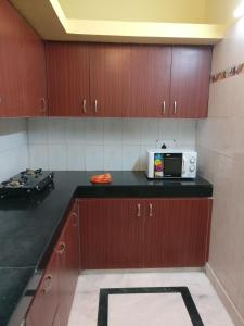 We At Home Serviced Apartment :), Apartments  New Delhi - big - 10