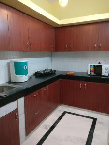 We At Home Serviced Apartment :), Apartments  New Delhi - big - 11