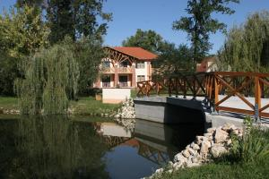 Zichy Park Hotel, Hotely  Bikács - big - 1