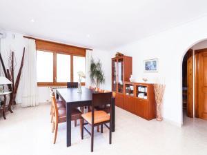 Holiday Home Cantabria House, Holiday homes  Calonge - big - 11