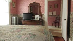 Standard Double Room with One Full Bed - Adults Only