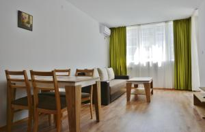 Apartcomplex Chateau Aheloy, Apartmánové hotely  Aheloy - big - 1