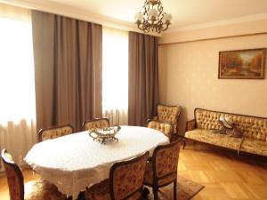 Guest House Nika, Penzióny  Gori - big - 1