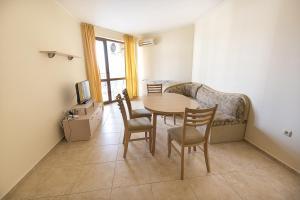 Apollon Apartments, Апартаменты  Несебр - big - 43
