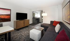 Two-Room Executive King Suite - Non-Smoking