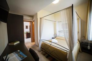 La Terrazza, Bed & Breakfast  Aci Castello - big - 24