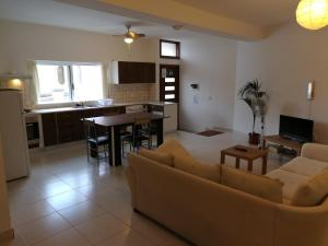 Claureece Court Mgarr, Апартаменты  Mġarr - big - 15