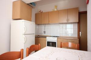 Apartment Pisak 7570a, Apartmány  Mimice - big - 4